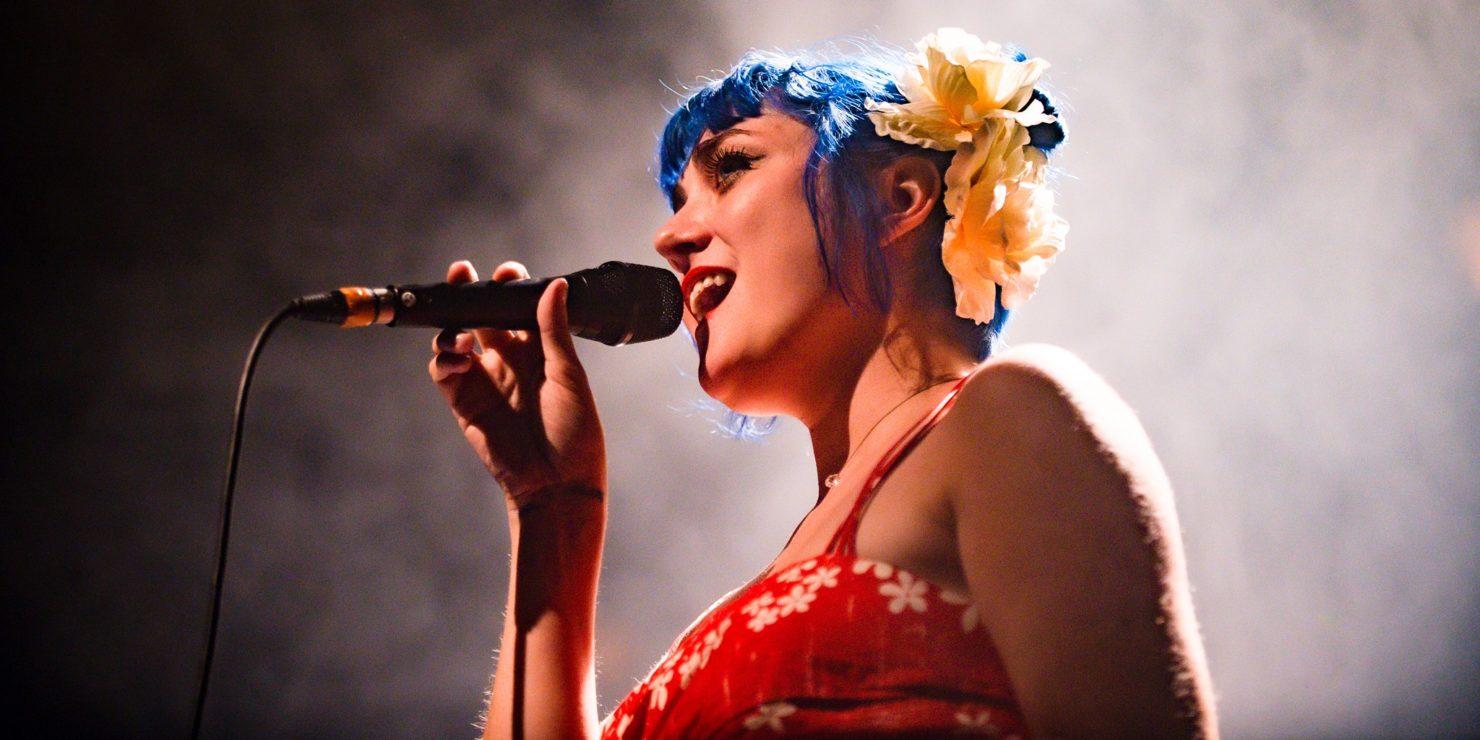 Hailey Tuck En Concert